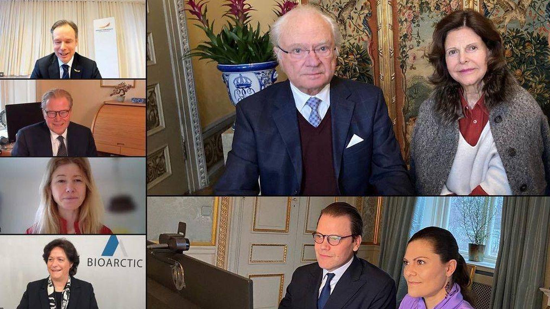 La reina Silvia, en una reunión digital días después de su accidente. (Casa Real de Suecia)