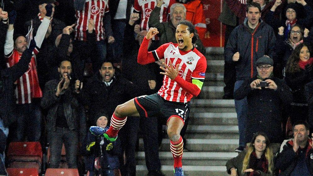 Foto: Van Dijk celebra un gol contra. (EFE)