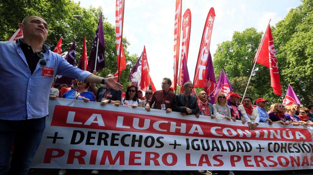 Foto: Los secretarios generales de UGT y CCOO, Pepe Álvarez y Unai Sordo encabezan la manifestación central del Primero de Mayo. (EFE)