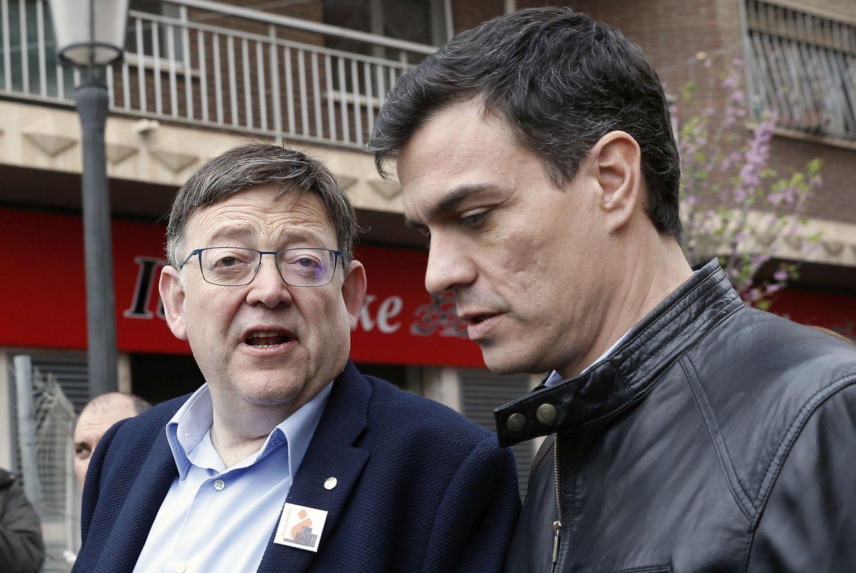 Pedro Sánchez, con el presidente valenciano, Ximo Puig, el pasado 18 de marzo en Valencia. (EFE)
