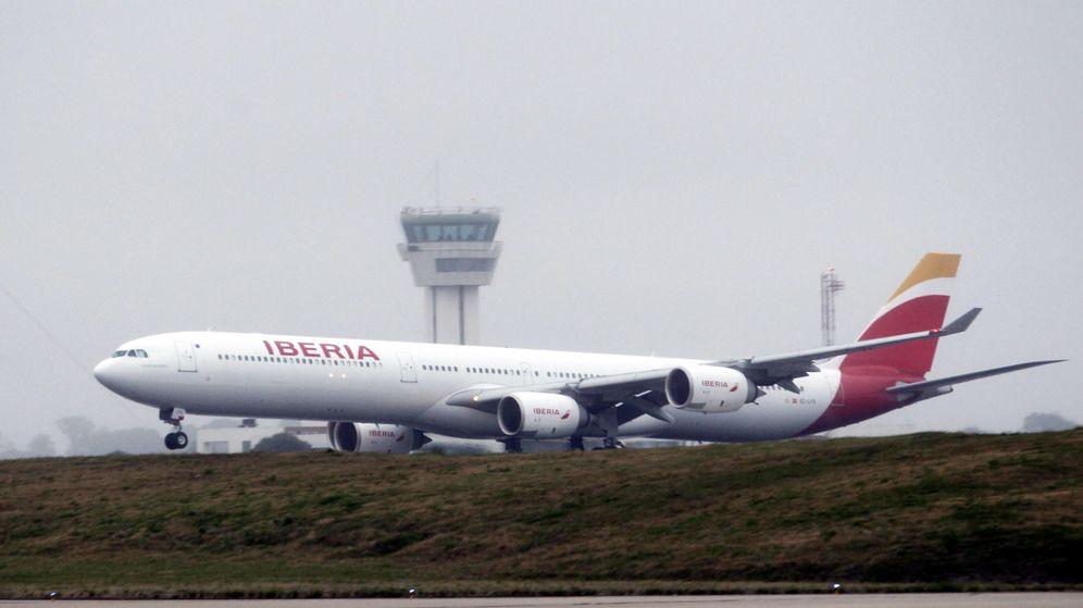 Foto: Un avión de la aerolínea española Iberia aterriza en el Aeropuerto Internacional de Carrasco, en Montevideo. (EFE)