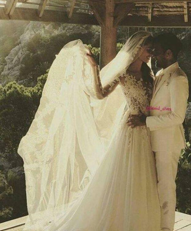 Foto: Dani Alves y Joana Sanz en una imagen de su boda. (Instagram)