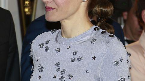 Letizia brilla con su nuevo Nina Ricci pero se estrella con el peinado
