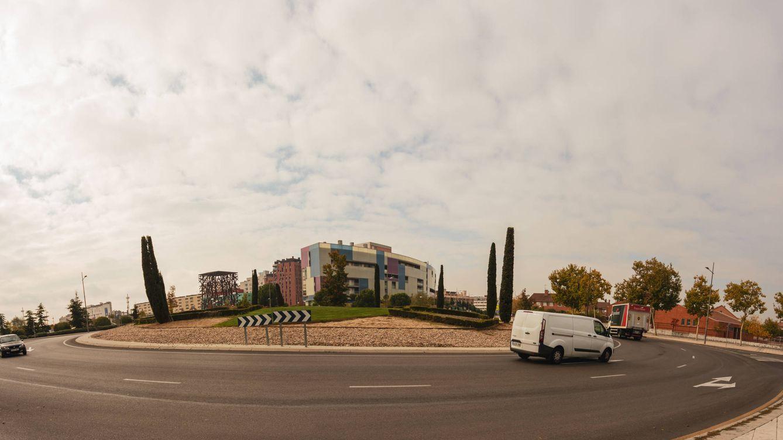 Una rotonda, tres Españas: la glorieta de Móstoles donde se decidirán las elecciones