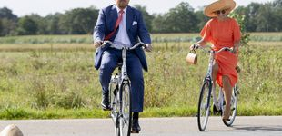 Post de Máxima tira de esencia para su última cita: en bici, de Natan y con su sombrero favorito