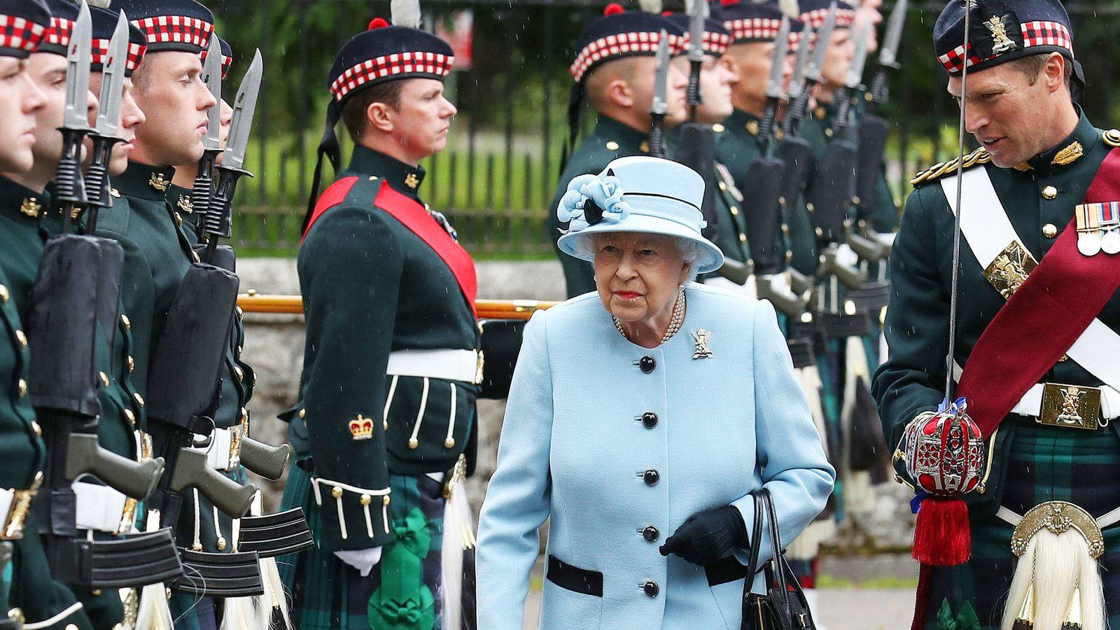 Foto: La reina Isabel II, el martes a su llegada a Balmoral. (Getty)