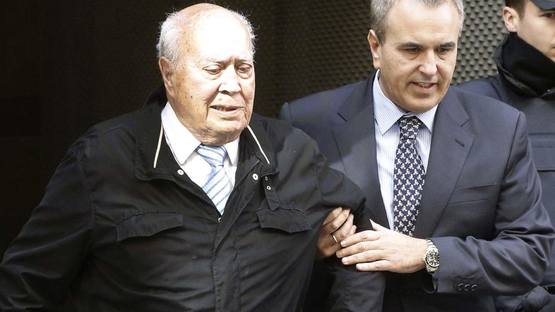 El extesorero del PP Álvaro Lapuerta a su salida de la Audiencia Nacional, en 2015. (EFE)