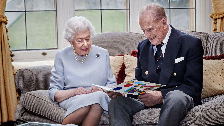 La reina Isabel y el duque de Edimburgo, en Windsor. (Buckingham Palace)