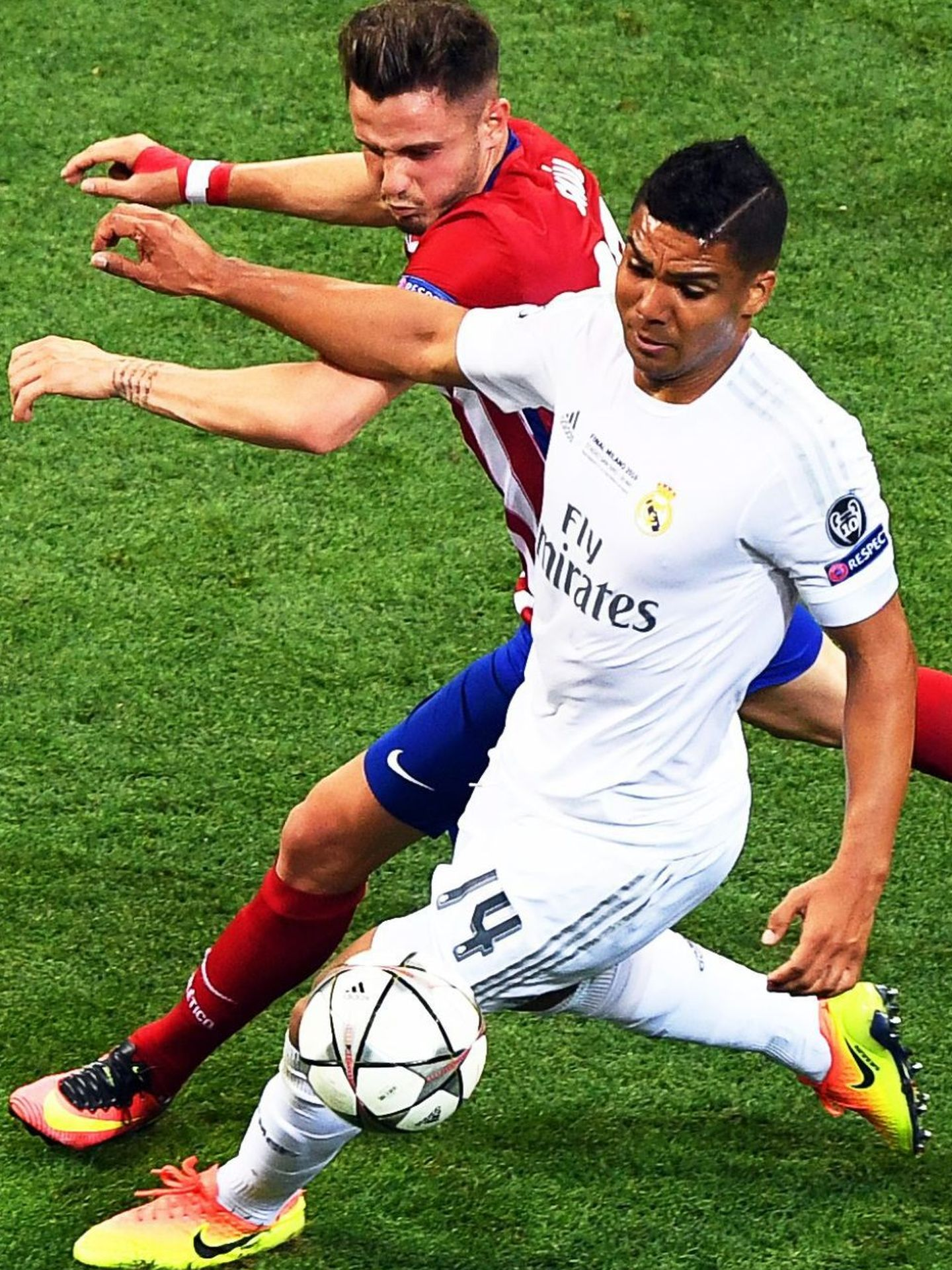 . Milan (Italy), 28 05 2016.- Atletico Madrid's Saul Niguez (L) in action against Real Madrid's Casemiro (R) during the UEFA Champions League final between Real Madrid and Atletico Madrid at the Giuseppe Meazza Stadium in Milan, Italy, 28 May 2016. (Liga de Campeones, Italia) EFE EPA CHRISTIAN BRUNA