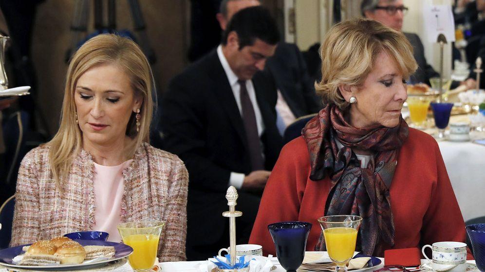 Foto: Las expresidentas de la Comunidad de Madrid Cristina Cifuentes y Esperanza Aguirre. (EFE)