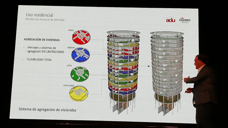 El arquitecto de Acequia de Mestalla, Ignacio Pombo, en un momento de su intervención.