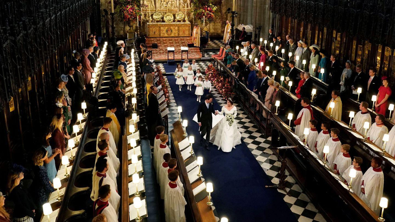 El matrimonio abandonando la capilla. (Reuters)