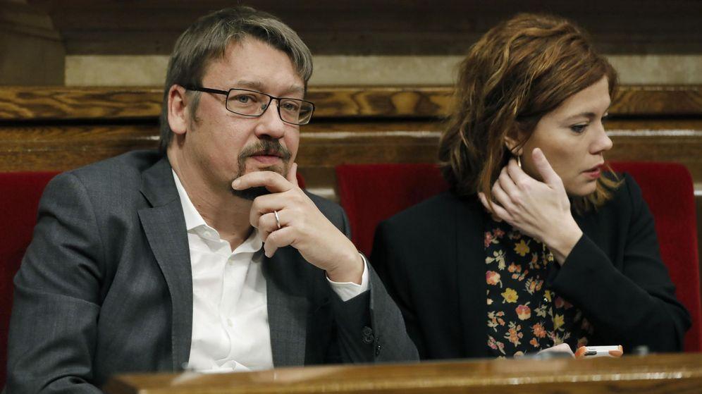 Foto: Los diputados de En Comú Podem, Elisenda Alemany y Xavier Domenéch. (EFE)