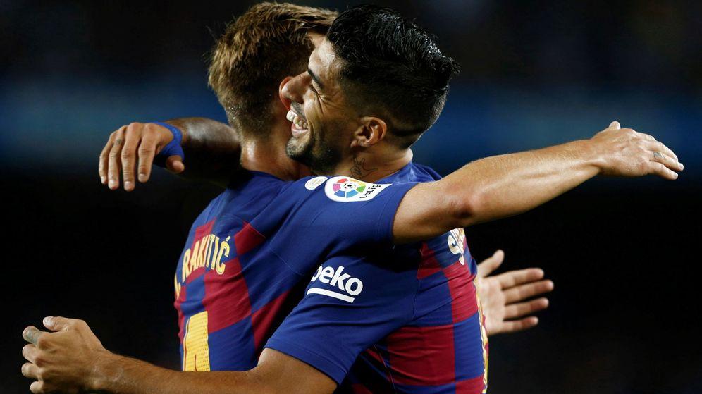 Foto: Luis Suárez e Ivan Rakitic celebran un gol con el FC Barcelona. (EFE)