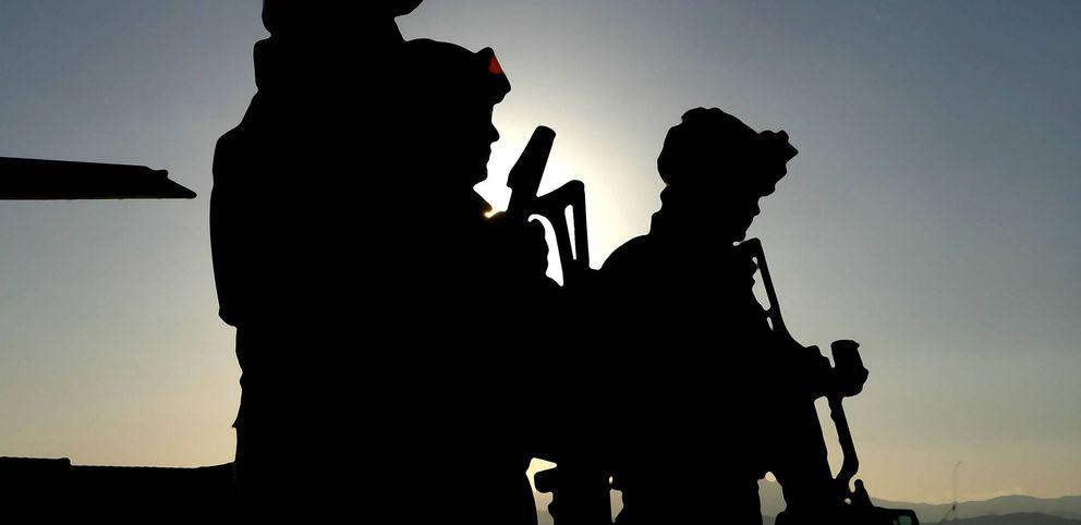 Foto: Varios soldados en la base militar afgana de Herat. (EFE)