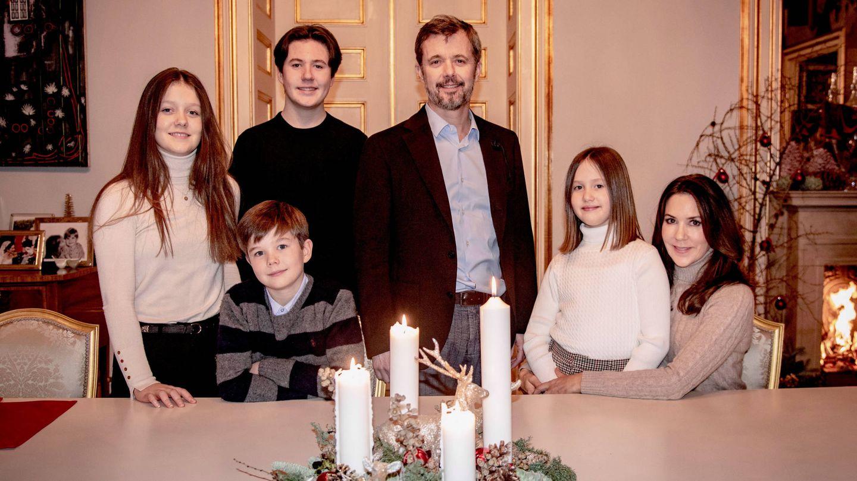 Federico y Mary de Dinamarca, con sus hijos. (Casa Real de Dinamarca)