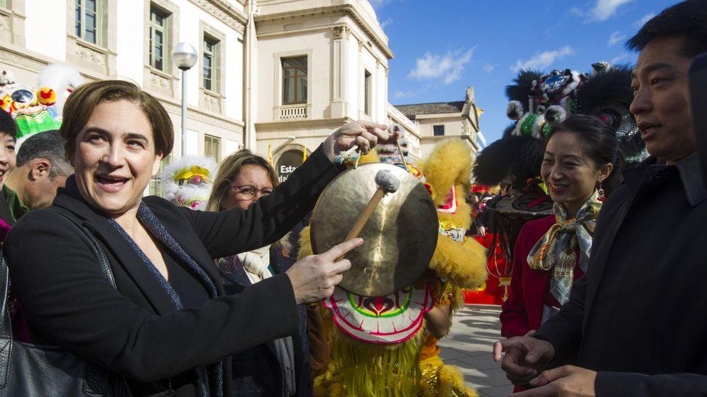 Foto: La alcaldesa de Barcelona, Ada Colau, celebra el Nuevo Año Chino. (Efe)
