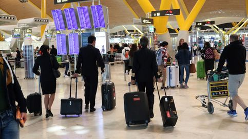 La 'banda del aeropuerto' que pide limosna en Barajas para poder volver a su país