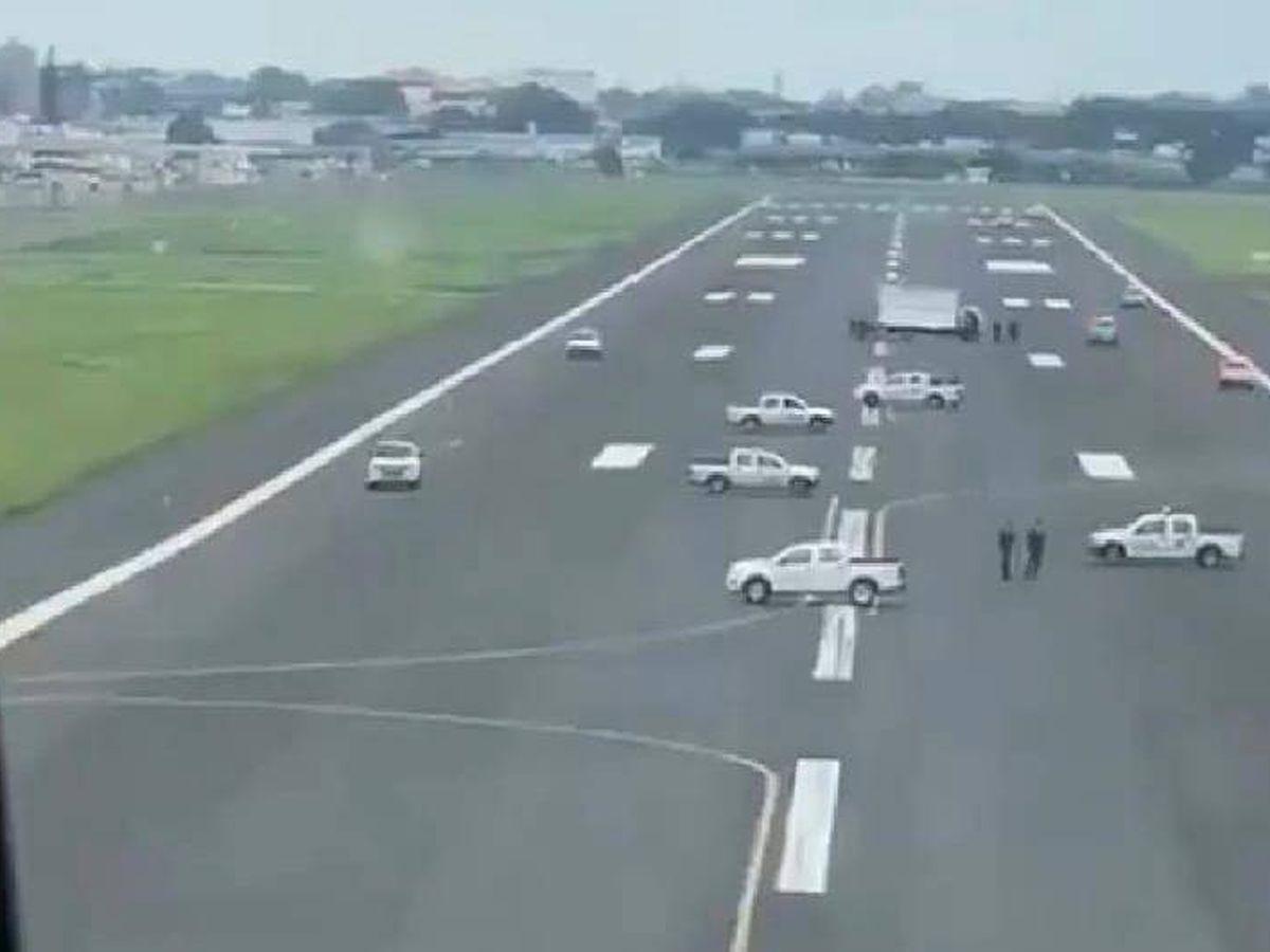 Foto: Vista de la pista de aterrizaje desde el avión, en pleno vuelo.