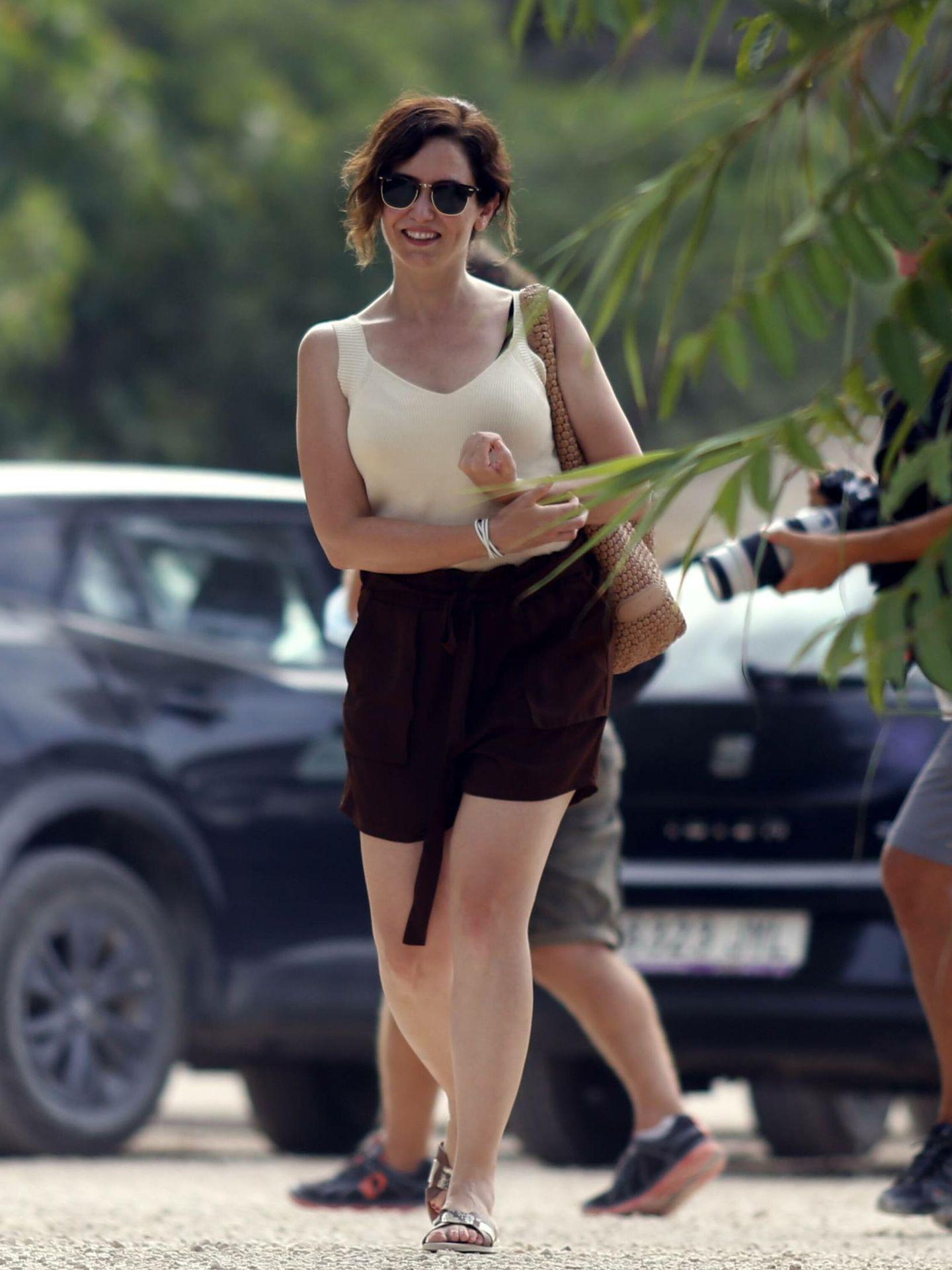 Isabel Díaz Ayuso, durante sus vacaciones en Ibiza. (Cordon Press)