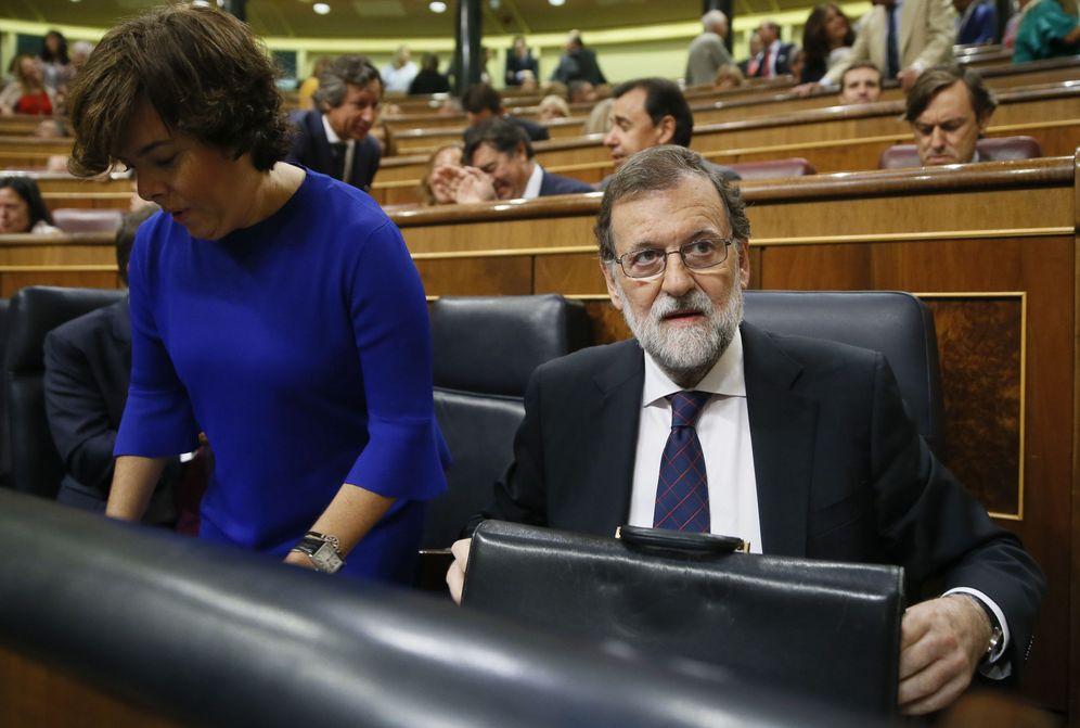Foto: Mariano Rajoy, junto a la vicepresidenta del Gobierno, Soraya Sáenz de Santamaría, el pasado 30 de agosto. (EFE)