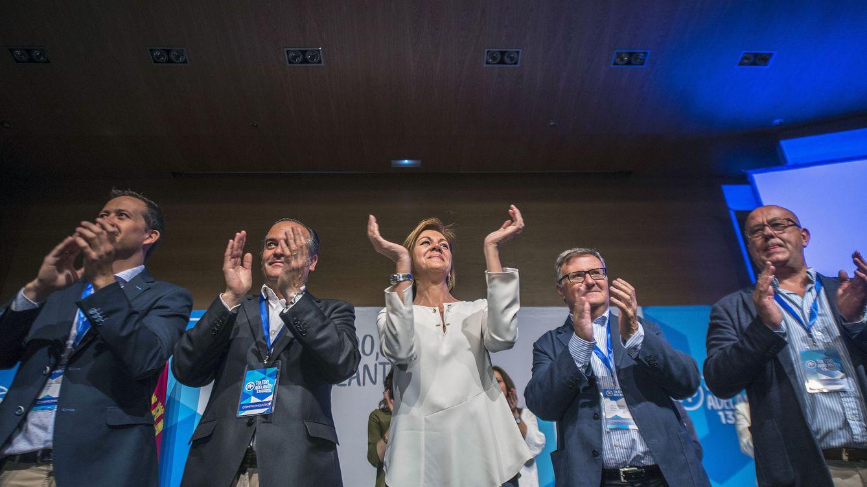 Fuga de compromisarios del PP manchego: dejan a Cospedal y se van con Santamaría