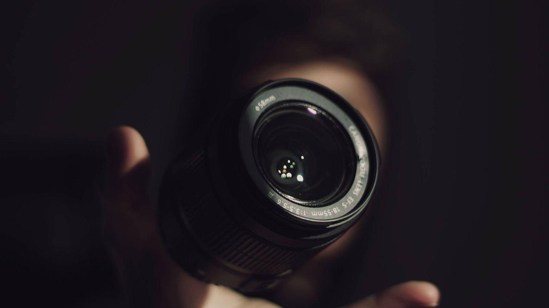No te tienes que obsesionar con las especificaciones al comprar tu primera cámara. (Feipe Lima / Unsplash)