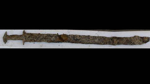 Una niña encuentra una espada vikinga de hace 1500 años en un lago