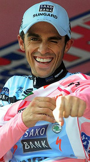 Foto: Kiryienka le dedica la victoria a Tondo y Contador está a un día de su segundo Giro