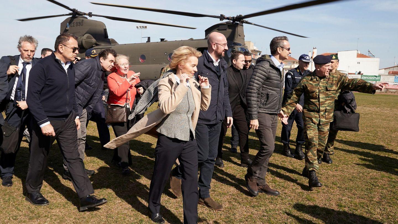 Los presidentes de las instituciones europeas acompañan este martes al primer ministro griego en la frontera con Turquía. (Reuters)