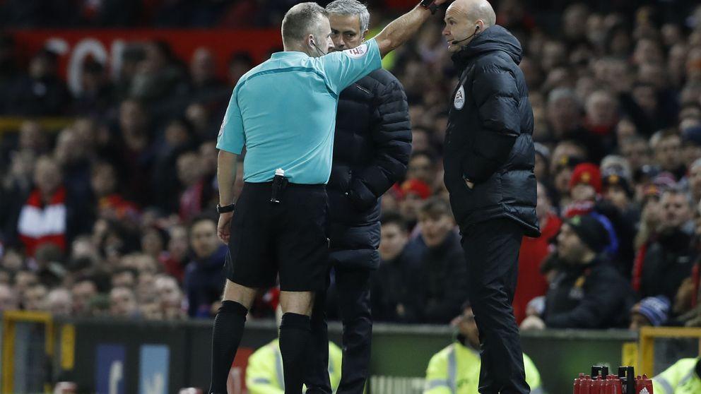 Otro 'show' de Mou en el empate del United, que está a 11 puntos del liderato