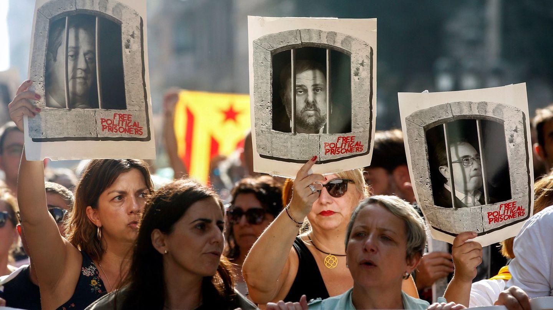 Protestas en la céntrica Via Laietana de Barcelona tras la lectura de la sentencia. (EFE)