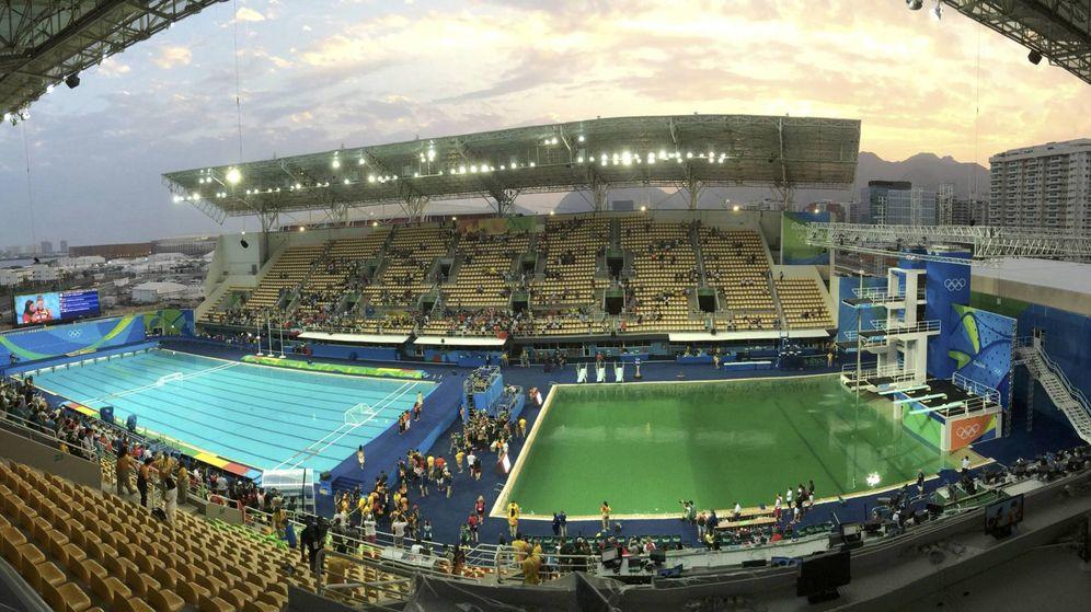 Foto: Combo photo of Olympic diving venue pool at Maria Lenk Aquatics Centre in Rio