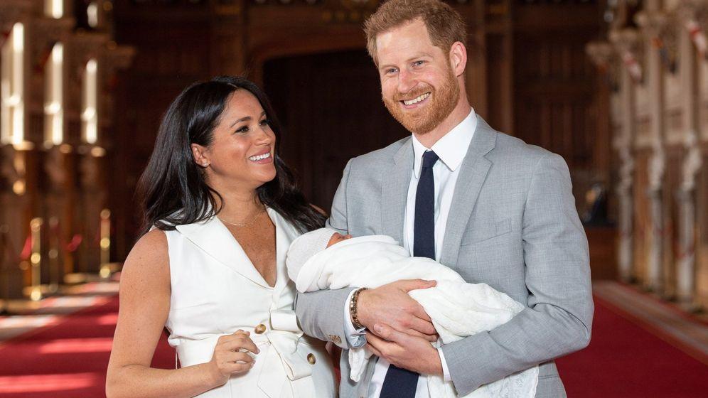Foto: Los duques de Sussex el día de la presentación de su hijo Archie. (EFE)