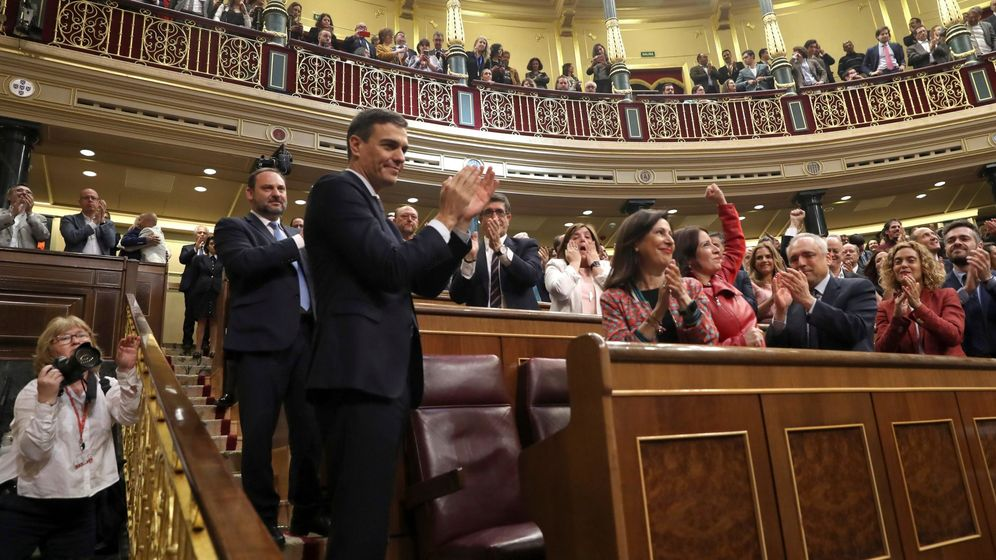 Foto: Pedro Sánchez celebra su victoria en la moción de censura. (EFE)