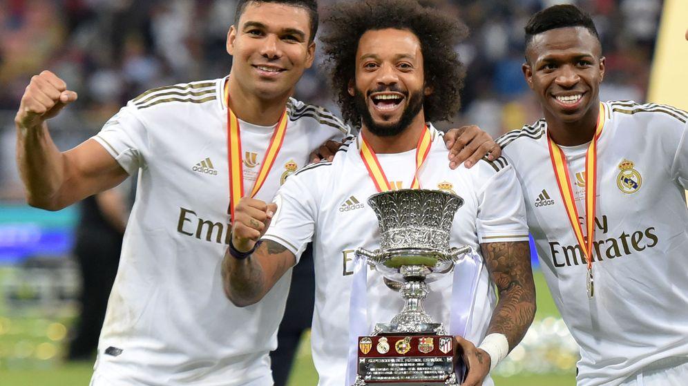Foto: Vinícius celebra la Supercopa de España junto a Marcelo y Casemiro. (Efe)