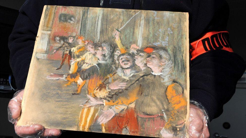 Hallan un Degas robado en un autobús y casas caninas de lujo a subasta: el día en fotos