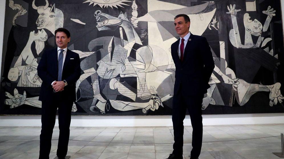Foto: Giuseppe Conte, primer ministro italiano, y Pedro Sánchez, presidente del Gobierno español, en una visita al Museo Reina Sofía. (EFE)