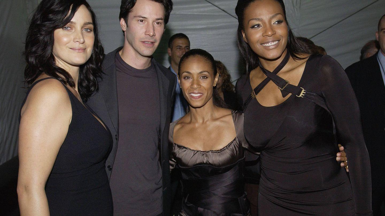 Carrie-Anne Moss, Keanu Reeves, Jada Pinkett Smith y Nona Gaye. (Getty)
