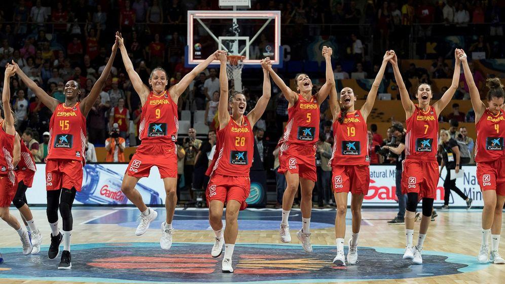 Foto: La celebración de España tras ganar a Canadá y clasificarse para semifinales. (EFE)