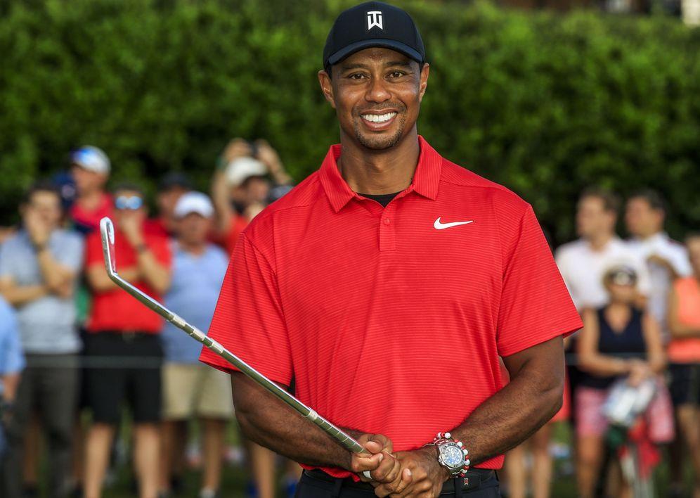 Foto: Tiger Woods sonríe tras ganar el Tour Championship. (Reuters)
