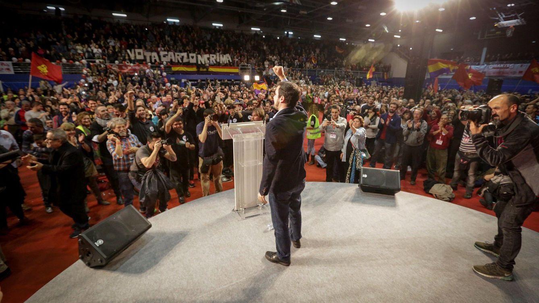 Foto: Alberto Garzón, en el mitin de cierre de campaña en el polideportivo Juan de la Cierva de Getafe, Madrid. (José Camó)
