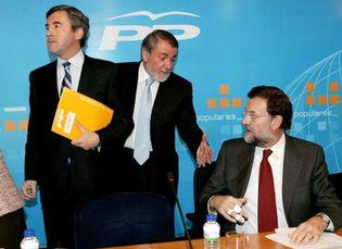 Foto: Rajoy contesta a Zapatero que es más peligroso un bobo solemne que un patriota de hojalata