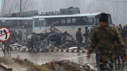 Al menos 20 policías muertos tras un ataque con bomba en la Cachemira india