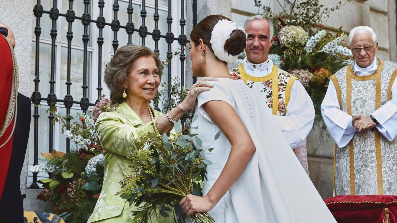 La reina Sofía da su bendición a Sofía Palazuelo en la boda. (Getty)