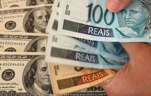 El real brasileño cae a mínimos de 2004 tras el desplome del consumo