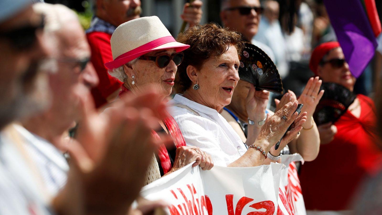 Foto: Concentración de pensionistas en Sevilla. (EFE)