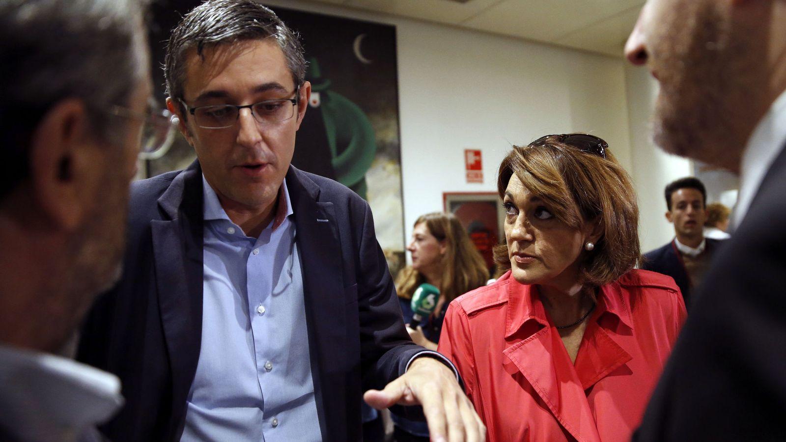Foto: Eduardo Madina y Soraya Rodríguez, a su llegada a la reunión de diputados y senadores socialistas en la Cámara alta, el pasado 18 de octubre. (EFE)