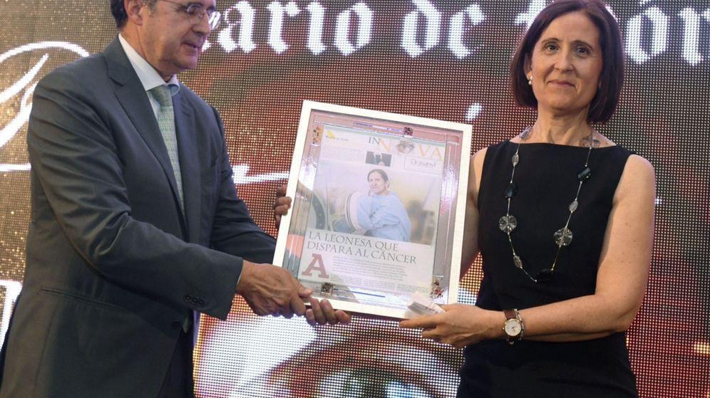 Foto: José Luis Ulibarri, entregando un reciente premio de investigación. (EFE)