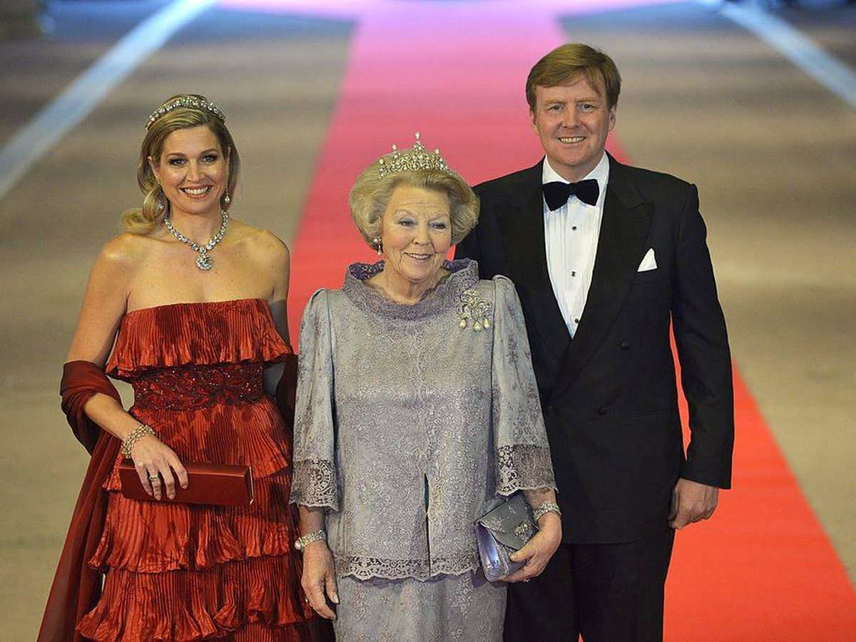 Foto: Los reyes Guillermo y Máxima de Holanda, con la princesa Beatriz. (Getty)